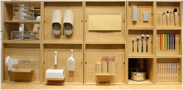 muji-store-showcase
