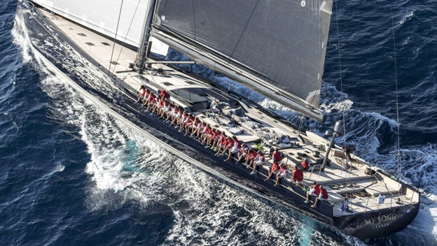Italy – Italian billionaire's luxury superyacht falls off cargo ship and sinks