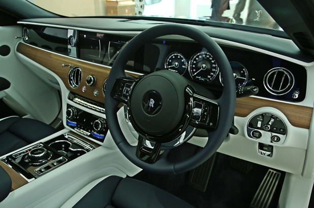 First Look ReviewNew Rolls-Royce Ghost Arrives in India
