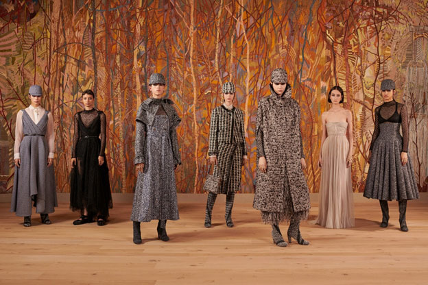 Paris / India – Impressive Backdrop of Dior Haute Couture Show made by Chanakya School of Craft